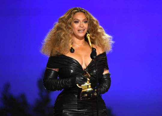 Beyonce gets a grammy