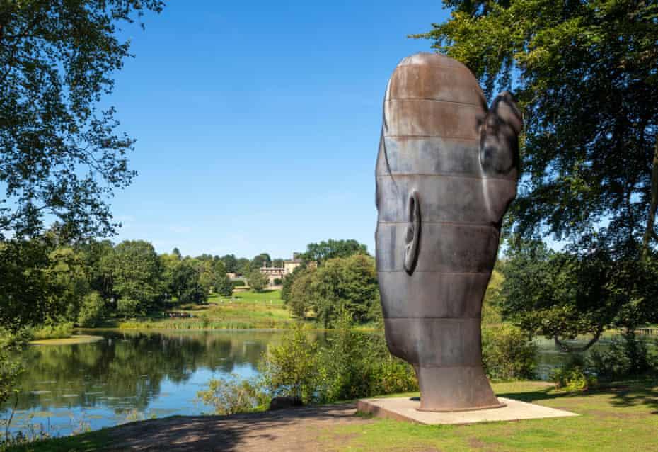 Wilsis by Jaume Plensa a tall cast-iron sculpture of a girls face Yorkshire Sculpture Park