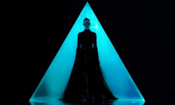 Elle Fanning in Neon Demon.