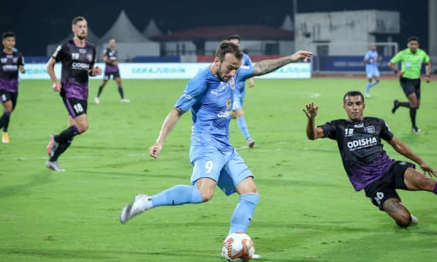Adam Le Fondre playing for Mumbai City