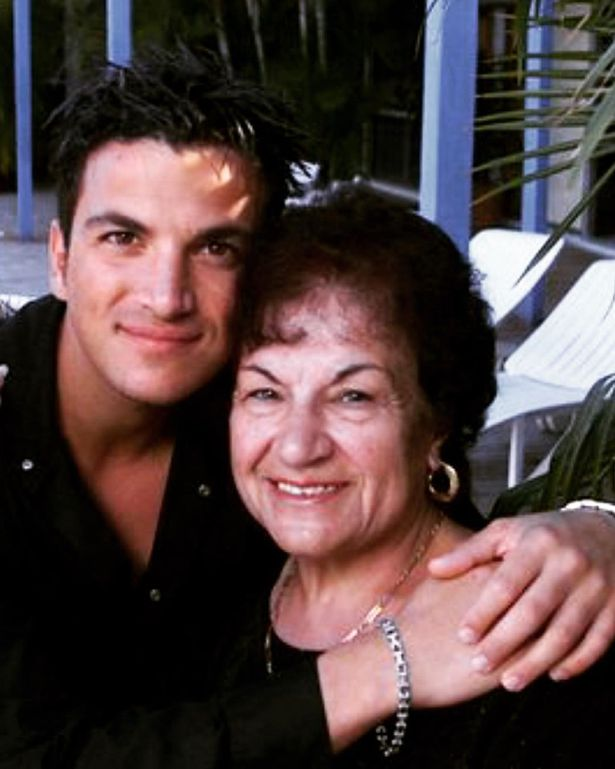 Peter Andre has paid tribute to his beloved mum in a gushing post to mark Mother's Day