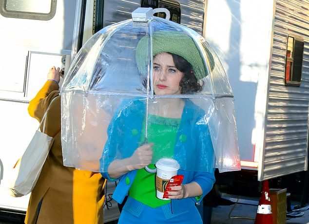 Rachel Brosnahan takes COVID safety measures in HEPA FILTER umbrella to  film Mrs. Maisel in New York - NewsGroove Uk