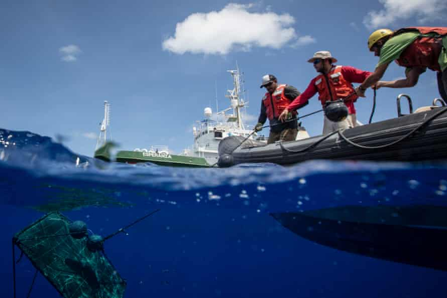 Recovery of a FAD in the Indian Ocean