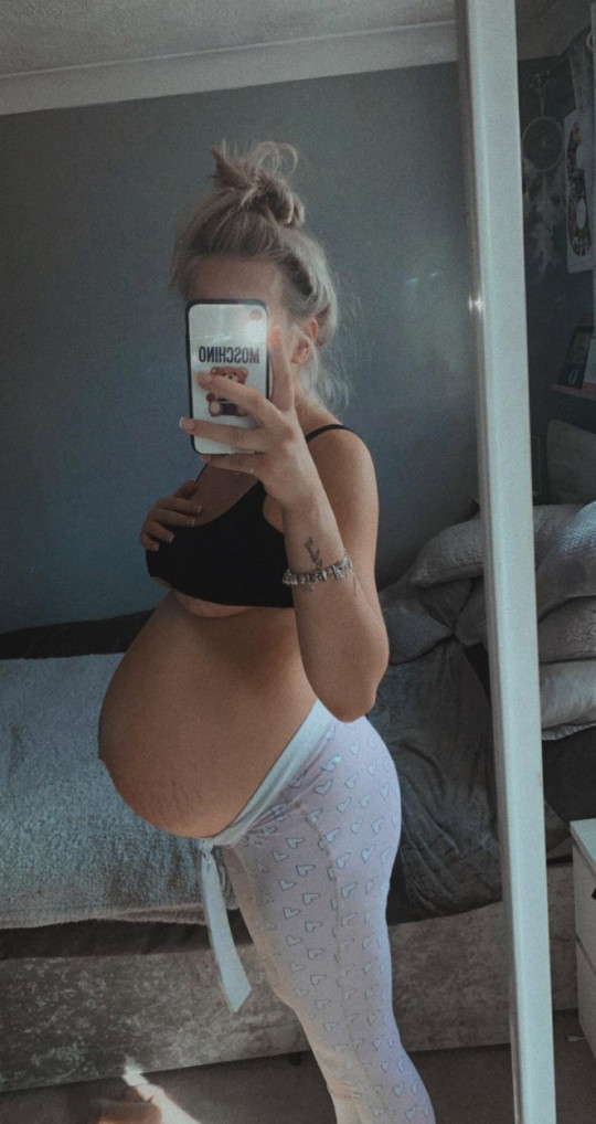 **Sent under embargo no use before 14.00 GMT March 5 2021** Tia Walters with her huge baby bump. See SWNS story SWFTbaby. A mum whose baby bump was so big people thought she was having twins gave birth to a baby as a big - as a bowling ball. Size-six Tia Walters, 19, was so large during pregnancy she struggled to get up off the sofa. She found out why when she gave birth to Roman Tomlinson, on 23rd October 2020, who tipped the scales at a whopping 10lbs 8oz. Tia's bump had grown so big people kept asking if she was having twins.