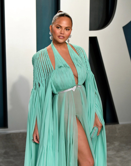 BEVERLY HILLS, CALIFORNIA - FEBRUARY 09: Chrissy Teigen attends the 2020 Vanity Fair Oscar Party hosted by Radhika Jones at Wallis Annenberg Center for the Performing Arts on February 09, 2020 in Beverly Hills, California. (Photo by Karwai Tang/Getty Images)
