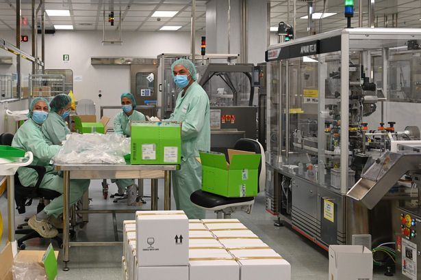 Laboratory technicians unbox packages during filling and packaging tests