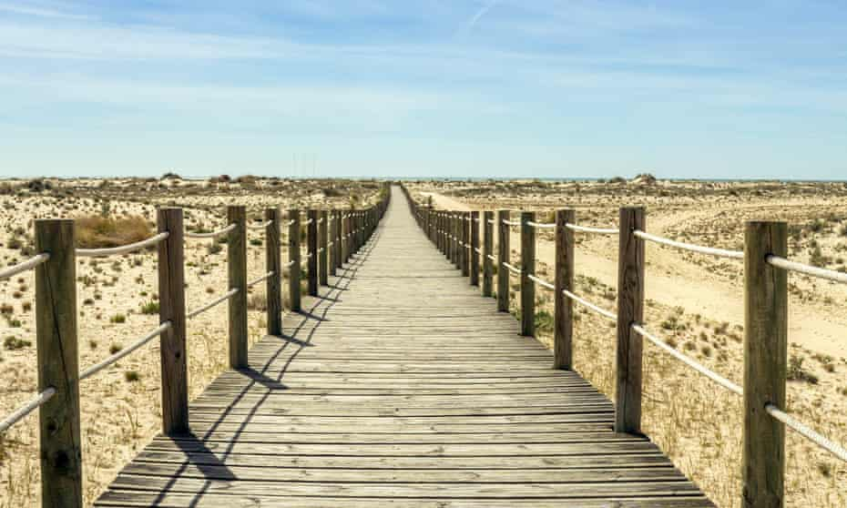The boardwalk leading to Armona beach
