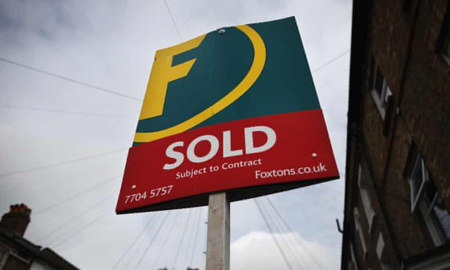 Foxtons estate agent sign