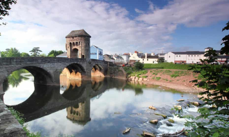 Monnow Bridge and Gate, Monmouth, Wales, UK.