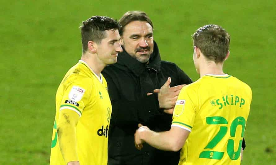 Norwich's manager, Daniel Farke, with Kenny McLean and the loanee Oliver Skipp.