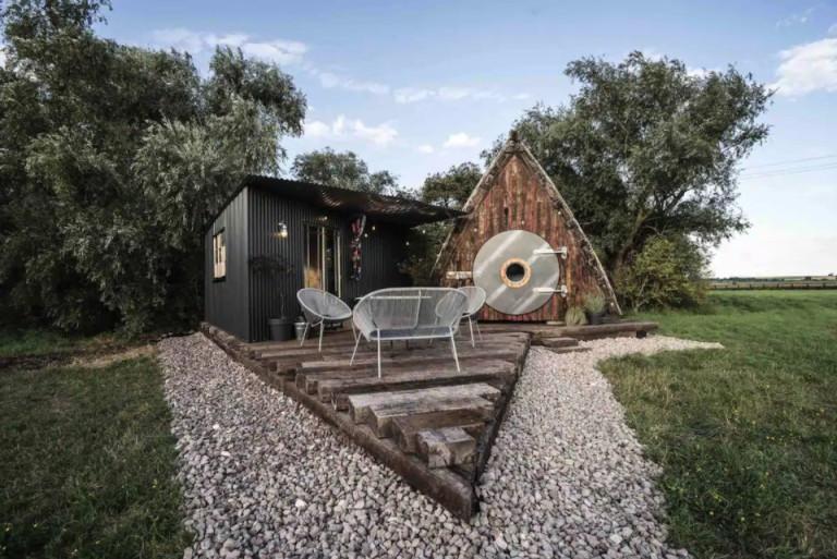 1945 boat hut