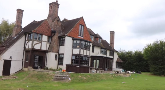 Katie Price starts home reno account for the mucky mansion