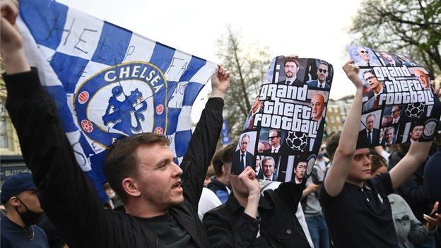 Chelsea fans protest against the European Super League