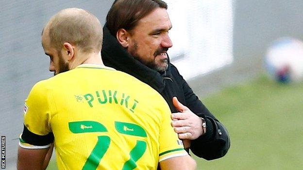Teemu Pukki (left) with Daniel Farke