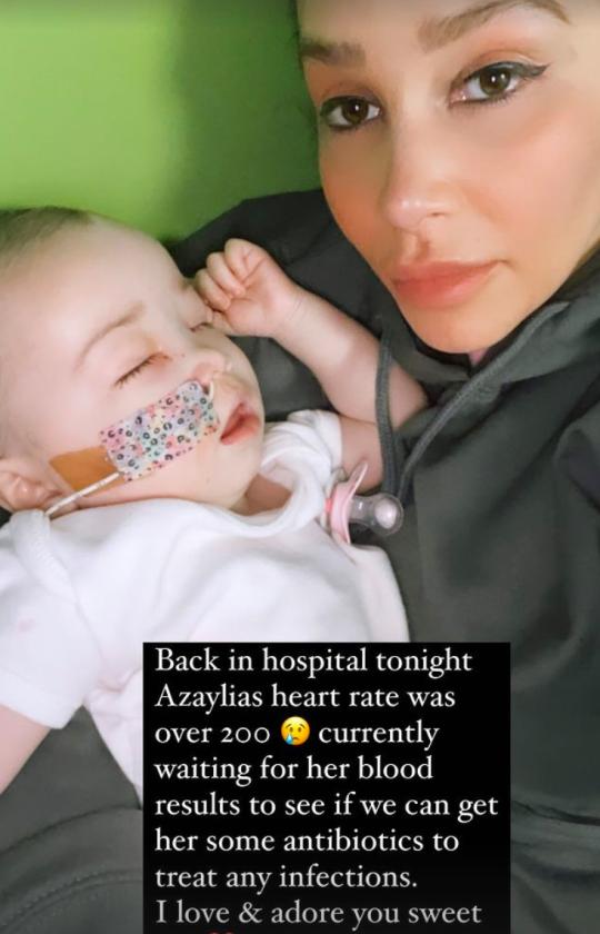 Safiyaa cradling daughter Azaylia