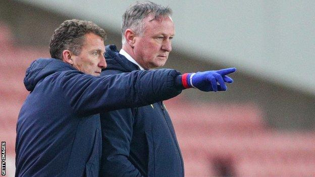 Billy McKinlay (left) in conversation with Stoke boss Michael O'Neill