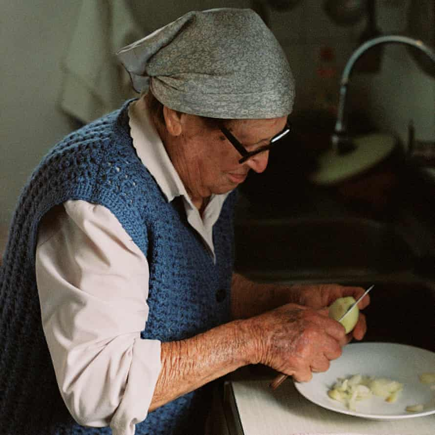 Eulalia chopping onions for sofrit pagès, a typical Ibicencan stew.