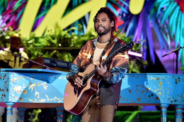 Miguel performing at the Latin Grammys