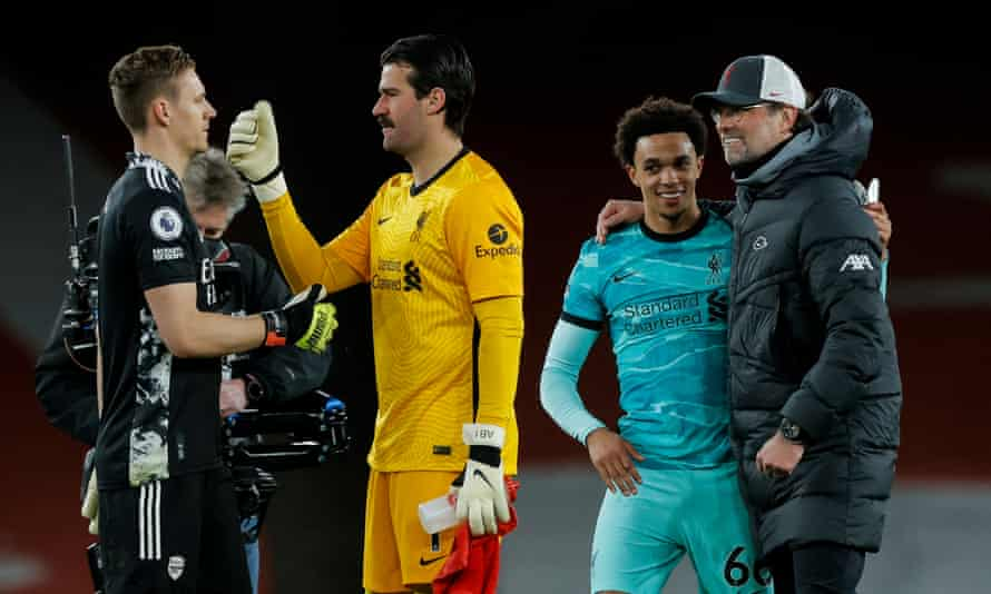 Jürgen Klopp congratulates Trent Alexander-Arnold, while the Arsenal goalkeeper Bernd Leno talks to Alisson, his Liverpool counterpart