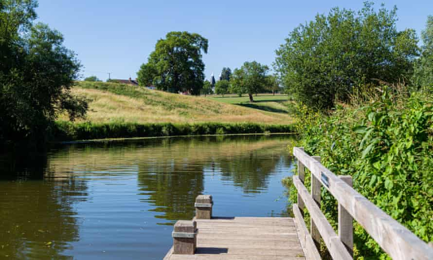 The River Medway at Teston Bridge country park.