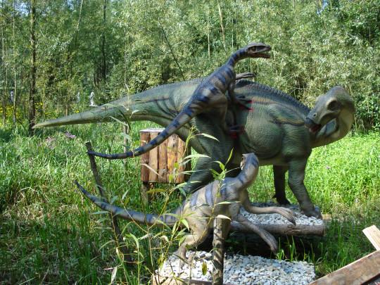 Iguanodon fighting against a Deinonychus
