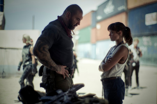 ARMY OF THE DEAD (L to R) DAVE BAUTISTA as SCOTT WARD, ELLA PURNELL as KATE WARD