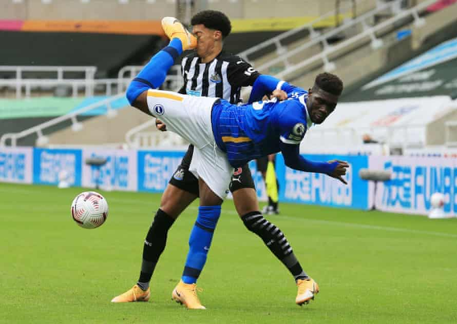 Brighton & Hove Albion's Yves Bissouma kicks Newcastle United's Jamal Lewis in the face resulting in a red card for Bissouma upon VAR review.