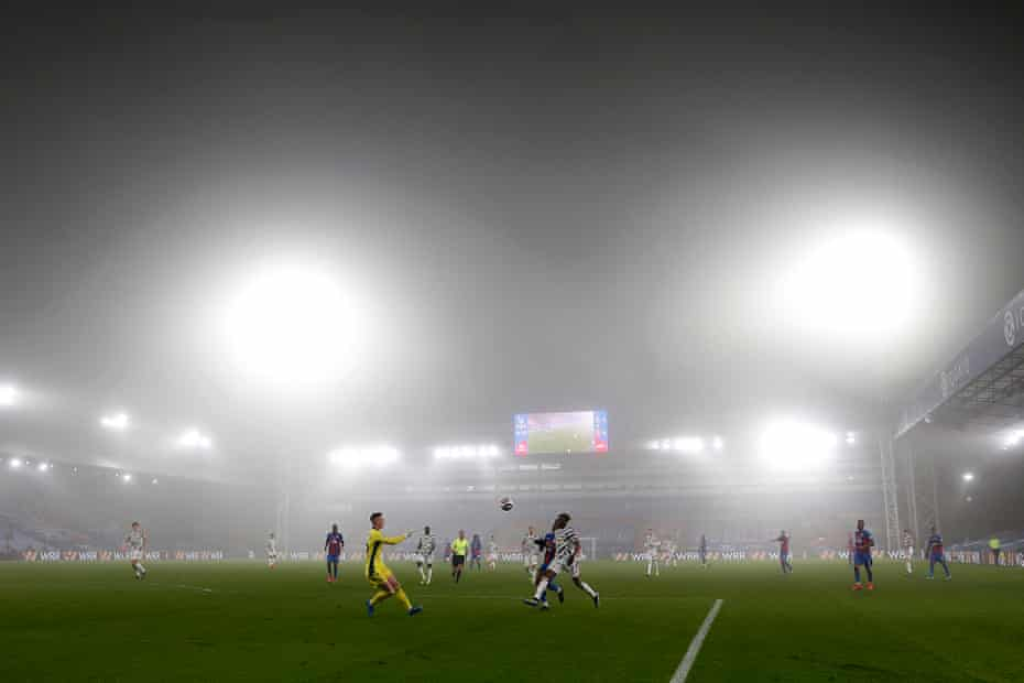 Fog rolls in during the match betwqeen Crystal Palace at Selhurst Park.