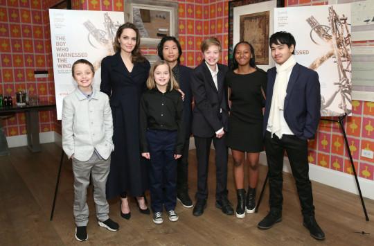 Angelina Jolie with children Knox, Vivienne, Pax, Shiloh, Zahara and  Maddox