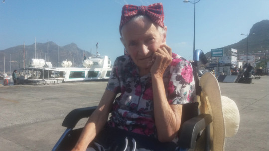 Mary O'Niel in Cape Town. See SWNS story SWTPalzheimer's. A son has described how his mum's Alzheimer's disease improved as he took her travelling across the world in her final years. Sean O'Sallaigh, 44, was a full time carer for his mum, Mary O'Niel, and decided to take her to Nepal to escape the harsh Irish winter. Sean was amazed when Mary, who had Alzheimer's disease, started walking and talking again during their trip. He decided to keep travelling with her until she died in South Africa 18 months later.