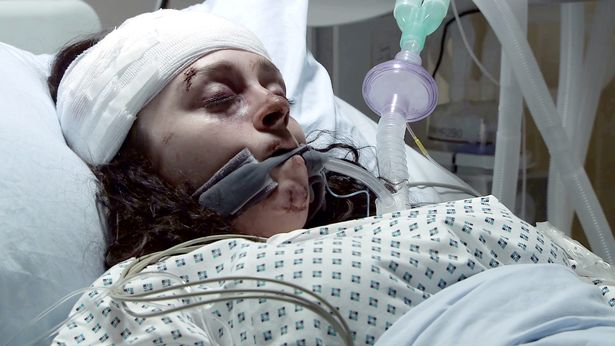 Nina Lucas (played by Mollie Gallagher) in hospital on Corrie