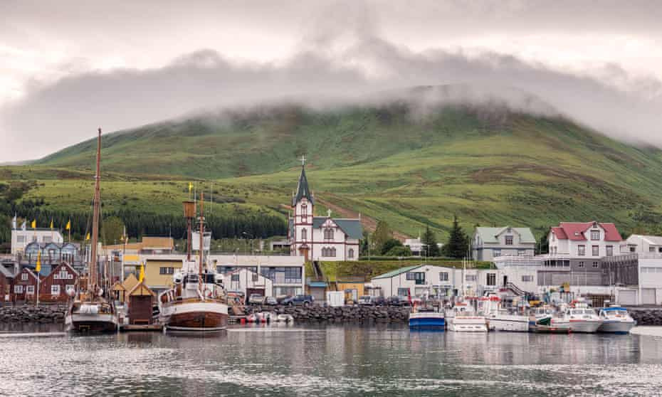 View of the north Iceland harbour town of Húsavík.