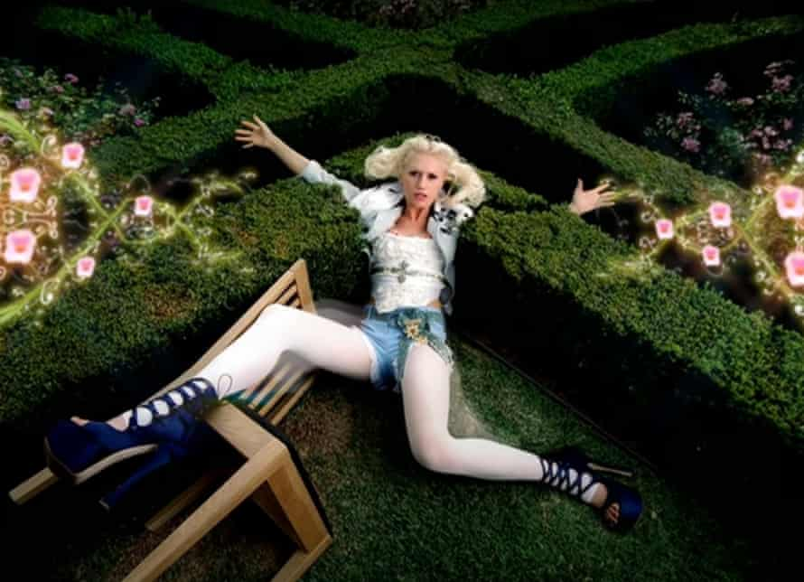 Gwen Stefani in the video for What You Waiting For?