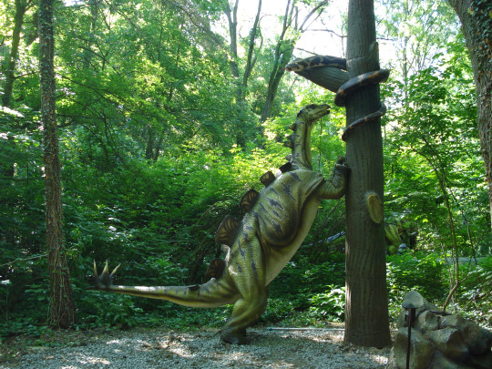 The event features over 50 animatronic dinos