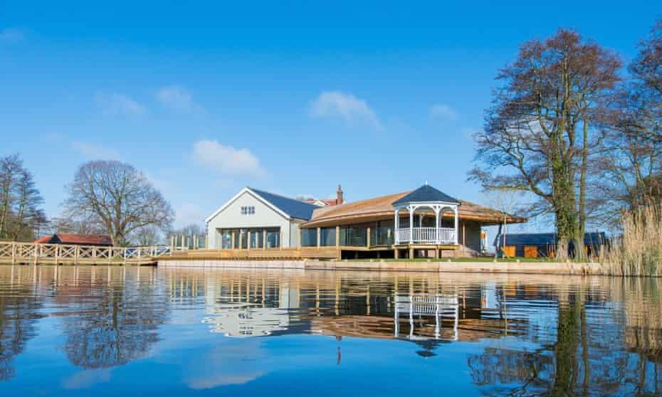 Boathouse lodge