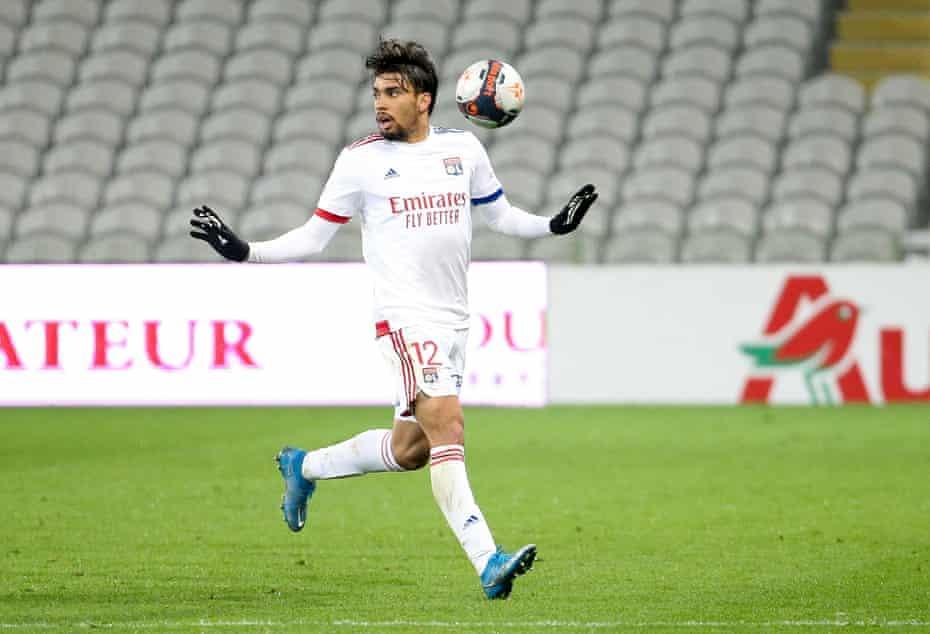 Lucas Paquetá in action for Lyon.