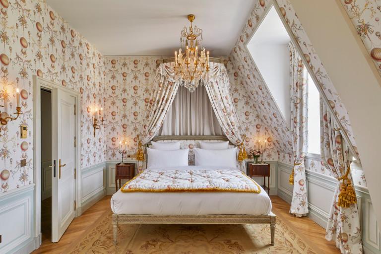 bedroom at Versailles hotel