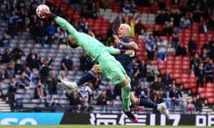 Tomas Vaclik claws the ball away from Lyndon Dykes .