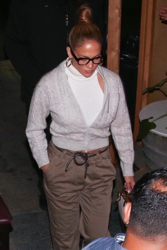 Jennifer Lopez heading to dinner