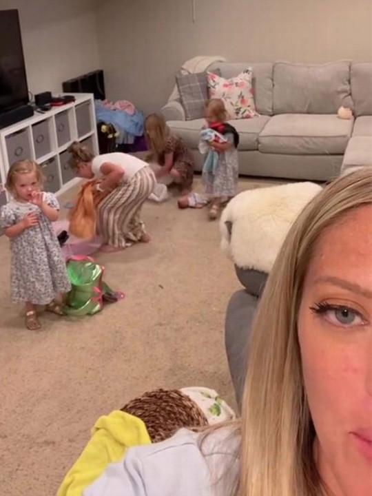 The mum got all her kids tidying