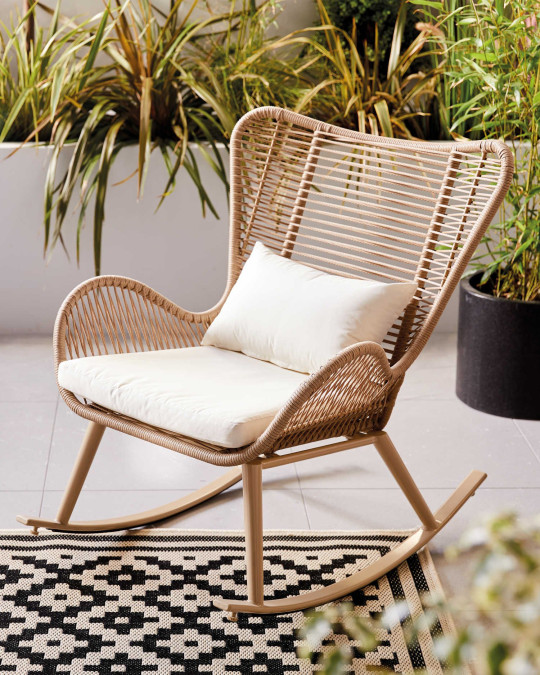 The chair can be used outdoors or indoors