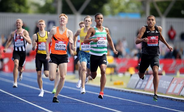 Giles edges out Oliver Dustin in a photo finish to win men's 800m
