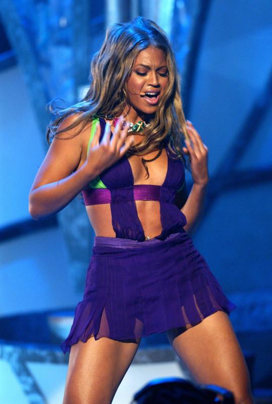 Beyonce performing at BET Awards 2003