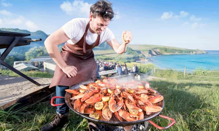 Simon Stallard, preparing lobsters at the Hidden Hut on Portcurnick beach