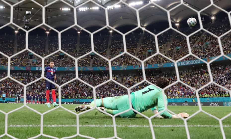 Yann Sommer saves Kylian Mbappé's penalty to win the shootout 5-4.