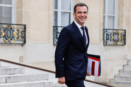 French Health Minister Olivier Veran smiles as he walks after taking part in the weekly cabinet meeting at The Elysee Presidential Palace in Paris on June 23, 2021. (Photo by Ludovic MARIN / AFP) (Photo by LUDOVIC MARIN/AFP via Getty Images)