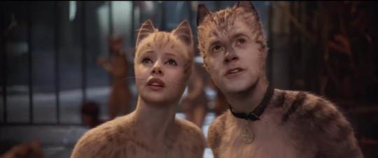 Robbie as Munkustrap with Francesca Hayward as Victoria in Cats