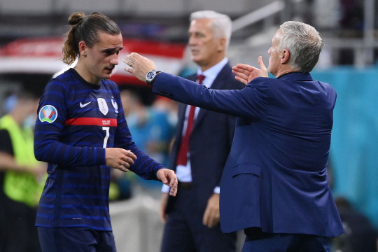 Barcelona could be forced into selling Antoine Griezmann