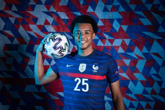 Jules Kounde poses in France kit