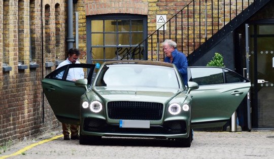 Jeremy Clarkson and Richard Hammond get into a green car